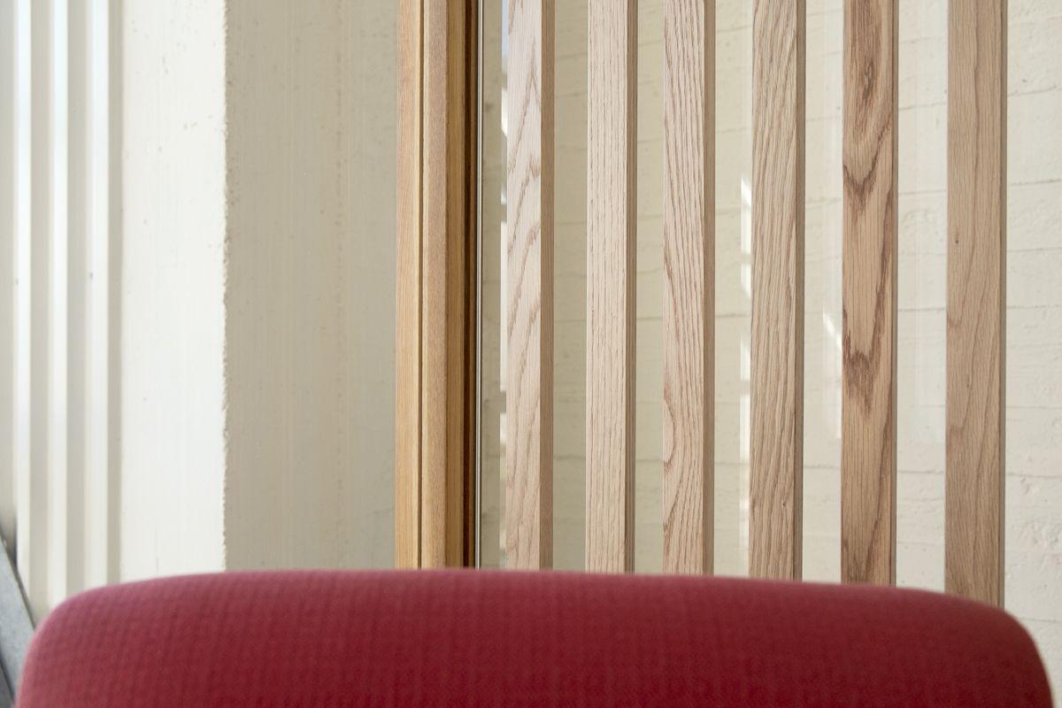 Parete In Legno E Vetro: La parete vetrata ha struttura in profilati di ferro verniciati a.